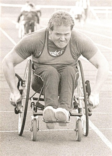 Photo:Paul Cartwright in a wheelchair sprint, 1984